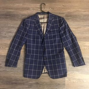 Other - Men's blazer fits a short guy with broad shoulders
